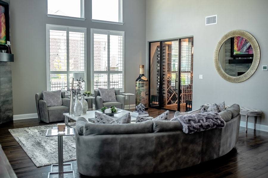 See more photos of this contemporary wine cellar! Click here!